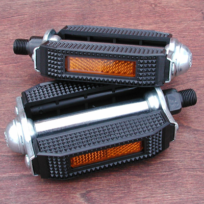 Pedal: Classic Schwinn Style 1/2″ Bicycle Block Pedals