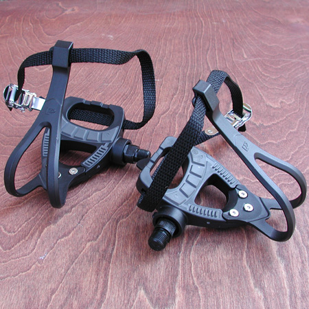 Fixie Track Pedals: Road Track Bike Bike Pedals with Cages.